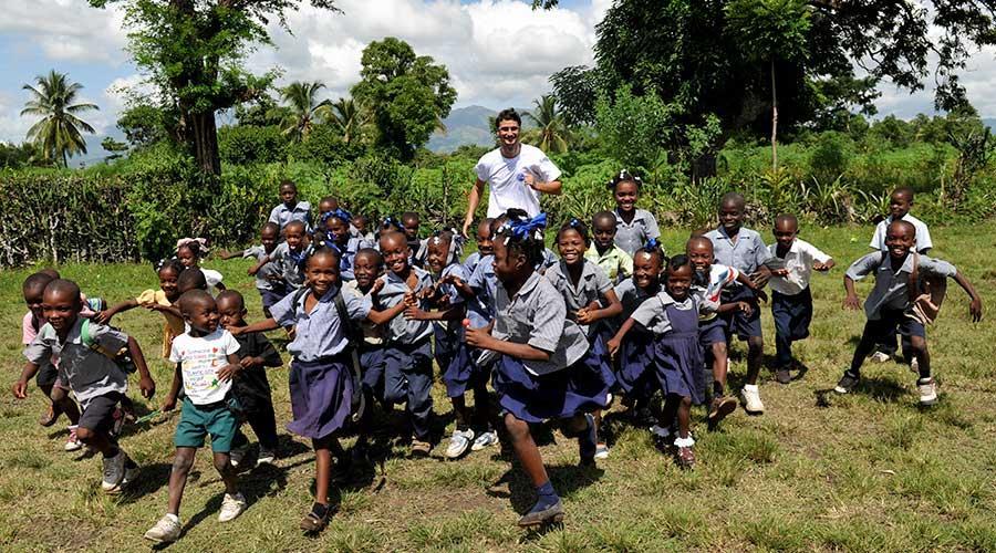 Nel 2010 il nostro cooperante Alberto Acquistapace vince il Premio Volontario Internazionale dell'Anno indetto da FOCSIV a seguito del progetto ACQUA PER RICOSTRUIRE HAITI dopo il disastroso terremoto di gennaio 2010 in cui perdono la vita 300.000 persone.