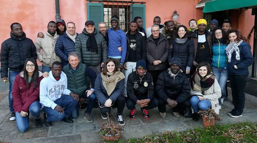 Dal 2013 iniziamo a occuparci di migranti e nuove povertà in Italia, sostenendo gli enti locali e associazioni del territorio attraverso progetti di formazione, di sensibilizzazione e di inclusione sociale.