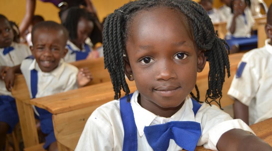 Fai rinascere il futuro tra i banchi di scuola!
