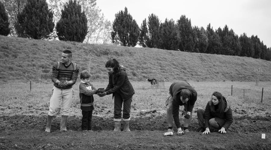 Lavori sul campo insieme ai cittadini (ph:Mirko Cecchi)